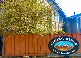 "Photo 2: 8 40200 GOVERNMENT Road in Squamish: Garibaldi Estates Townhouse for sale in ""VIKING RIDGE"" : MLS®# R2567520"