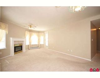 """Photo 4: 109 5955 177B Street in Surrey: Cloverdale BC Condo for sale in """"Windsor Place"""" (Cloverdale)  : MLS®# F2916723"""