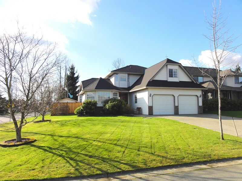 "Main Photo: 6251 186A ST in Surrey: Cloverdale BC House for sale in ""Eagle Crest"" (Cloverdale)  : MLS®# F1305908"
