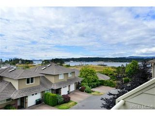 Photo 3: 24 127 Aldersmith Pl in VICTORIA: VR Glentana Row/Townhouse for sale (View Royal)  : MLS®# 738136
