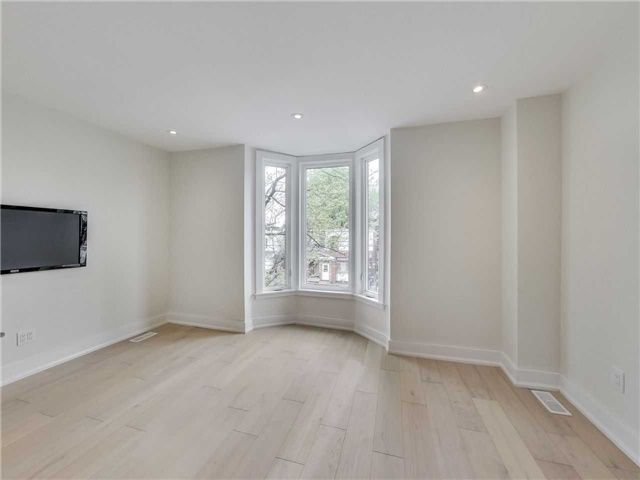 Photo 4: Photos: 601 C Pape Avenue in Toronto: South Riverdale House (2 1/2 Storey) for lease (Toronto E01)  : MLS®# E4139176