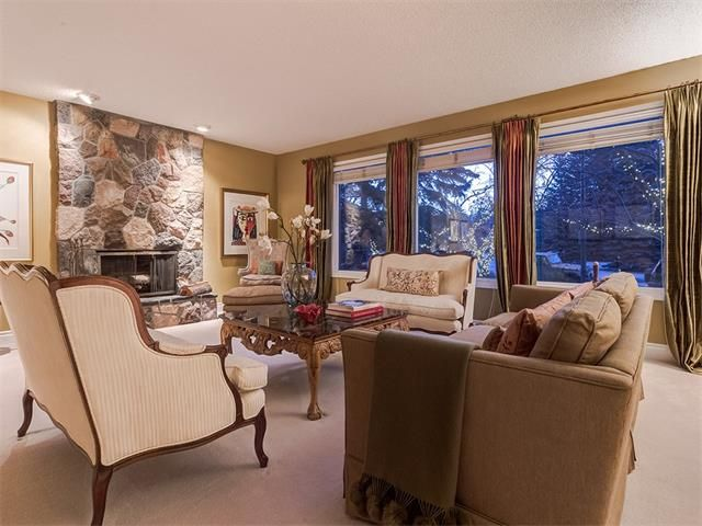 Photo 5: Photos: 7016 KENOSEE Place SW in Calgary: Kelvin Grove House for sale : MLS®# C4055215