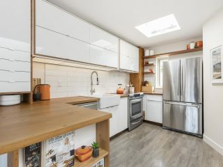 """Photo 12: 209 1195 W 8TH Avenue in Vancouver: Fairview VW Townhouse for sale in """"ALDER COURT"""" (Vancouver West)  : MLS®# R2560654"""