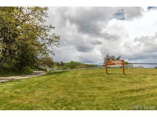 Photo 20: 1300 Layritz Pl in VICTORIA: SW Layritz House for sale (Saanich West)  : MLS®# 700701
