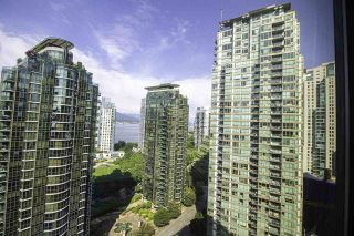 """Photo 5: 1304 1333 W GEORGIA Street in Vancouver: Coal Harbour Condo for sale in """"The Qube"""" (Vancouver West)  : MLS®# R2472774"""