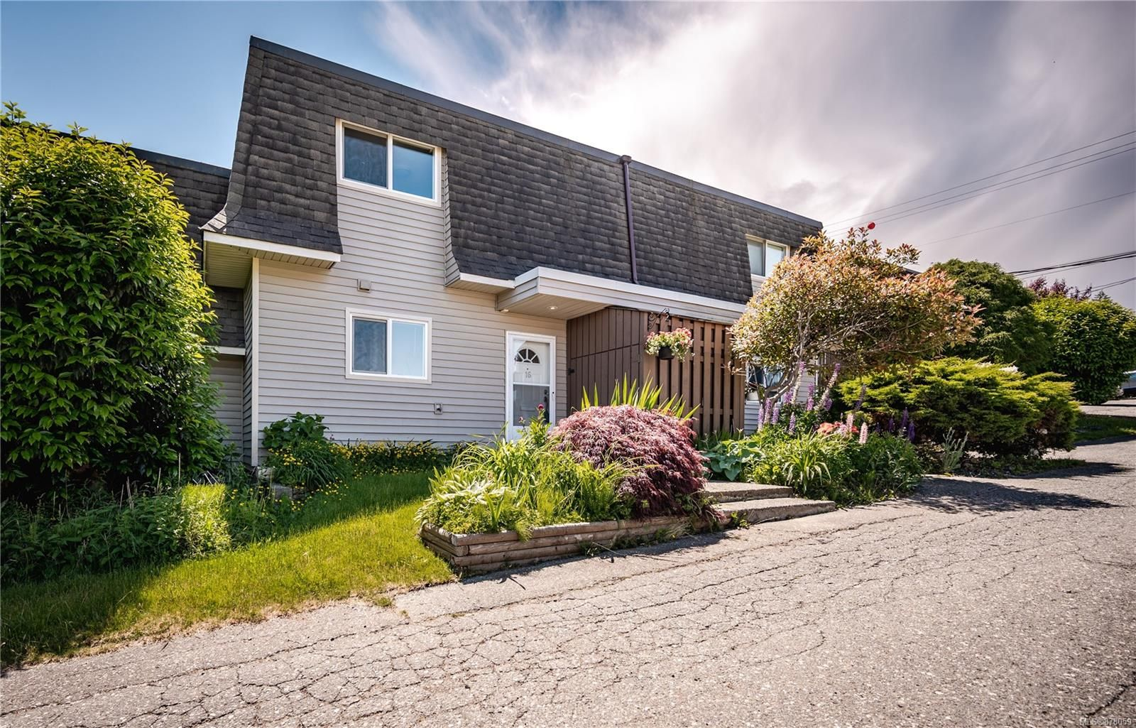 Main Photo: 16 270 Evergreen Rd in : CR Campbell River Central Row/Townhouse for sale (Campbell River)  : MLS®# 878059