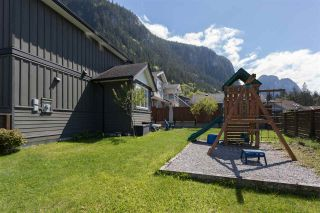 """Photo 18: 1007 BALSAM Place in Squamish: Valleycliffe House for sale in """"RAVENS PLATEAU"""" : MLS®# R2232949"""