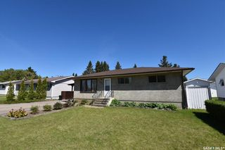 Photo 1: 205 7th Avenue East in Nipawin: Residential for sale : MLS®# SK847010