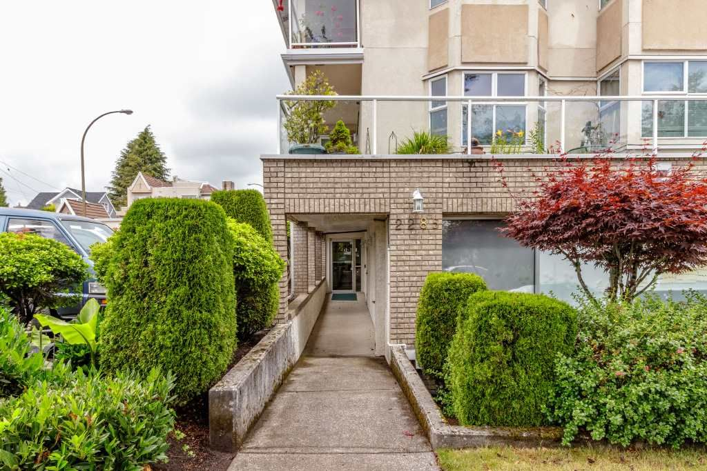 """Main Photo: 203 2285 E 61ST Avenue in Vancouver: Fraserview VE Condo for sale in """"Fraserview Place"""" (Vancouver East)  : MLS®# R2386180"""