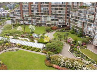 """Photo 4: 910 1450 PENNYFARTHING Drive in Vancouver: False Creek Condo for sale in """"HARBOUR COVE"""" (Vancouver West)  : MLS®# V831435"""
