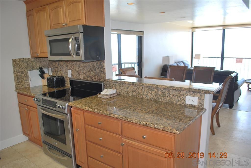 Photo 11: Photos: PACIFIC BEACH Condo for sale : 2 bedrooms : 4767 Ocean Blvd. #801 in San Diego