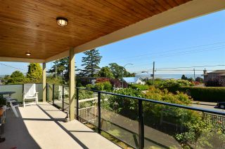 Photo 18: 1215 PARKER Street: White Rock House for sale (South Surrey White Rock)  : MLS®# R2097862
