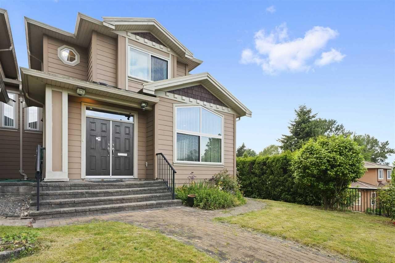 Main Photo: 5555 ROYAL OAK Avenue in Burnaby: Forest Glen BS 1/2 Duplex for sale (Burnaby South)  : MLS®# R2411910