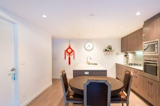 "Photo 4: 2405 HEATHER Street in Vancouver: Fairview VW Townhouse for sale in ""700 WEST 8TH"" (Vancouver West)  : MLS®# R2366688"