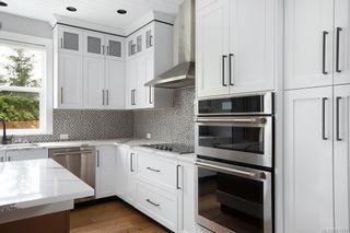 Photo 4: 2075 Neil St in : OB Henderson House for sale (Oak Bay)  : MLS®# 861427