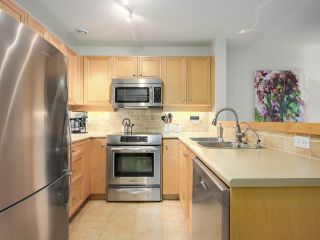 """Photo 6: 112 2628 YEW Street in Vancouver: Kitsilano Condo for sale in """"Connaught Place"""" (Vancouver West)  : MLS®# R2171360"""