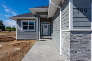 Photo 2: 705 Sitka St in : CR Willow Point House for sale (Campbell River)  : MLS®# 869672
