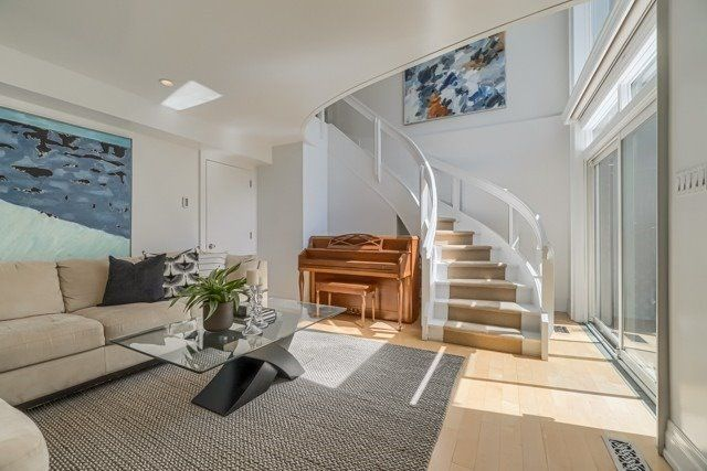 Main Photo: 58 Elm Ave #4: Property for sale