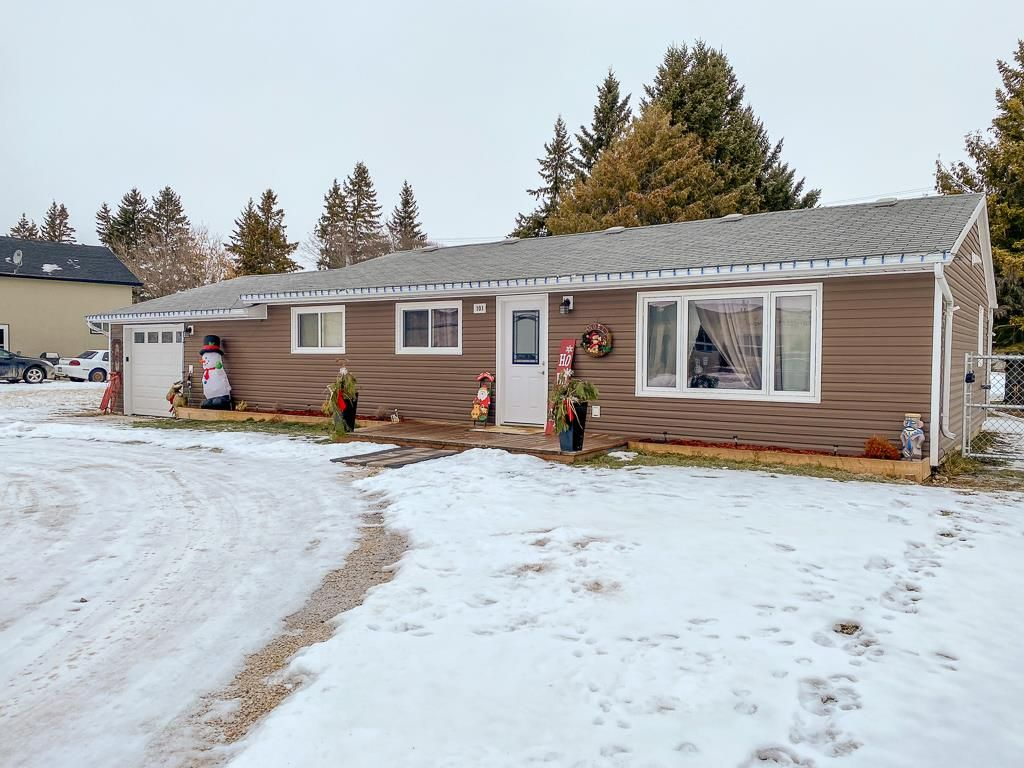 Main Photo: 101 Fifth Street: Lac Du Bonnet Residential for sale (R28)  : MLS®# 202029359
