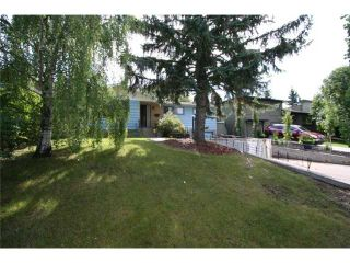 Photo 1: 4036 CHATHAM Place NW in CALGARY: Charleswood Residential Detached Single Family for sale (Calgary)  : MLS®# C3630774