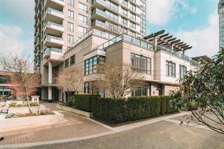 """Photo 2: 101 1 RENAISSANCE Square in New Westminster: Quay Townhouse for sale in """"THE """"Q"""""""" : MLS®# R2550911"""