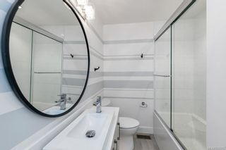 Photo 18: 704 Robleda Cres in Victoria: Vi Rockland House for sale : MLS®# 835913