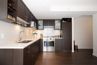 "Photo 4: 2102 5470 ORMIDALE Street in Vancouver: Collingwood VE Condo for sale in ""WALL CENTRE CENTRAL PARK 3"" (Vancouver East)  : MLS®# R2537972"