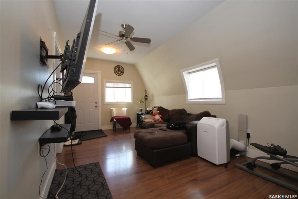 Main Photo: 401 Smith Street in Regina: Highland Park Residential for sale : MLS®# SK866975