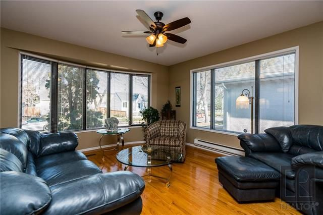Photo 2: Photos: 940 Weatherdon Avenue in Winnipeg: Crescentwood Residential for sale (1Bw)  : MLS®# 1828216