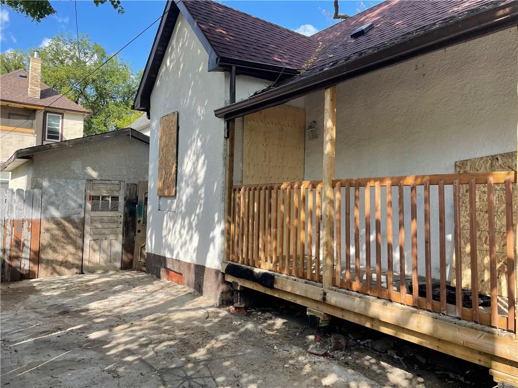 Main Photo: 278 Salter Street in Winnipeg: North End Residential for sale (4A)  : MLS®# 202117354