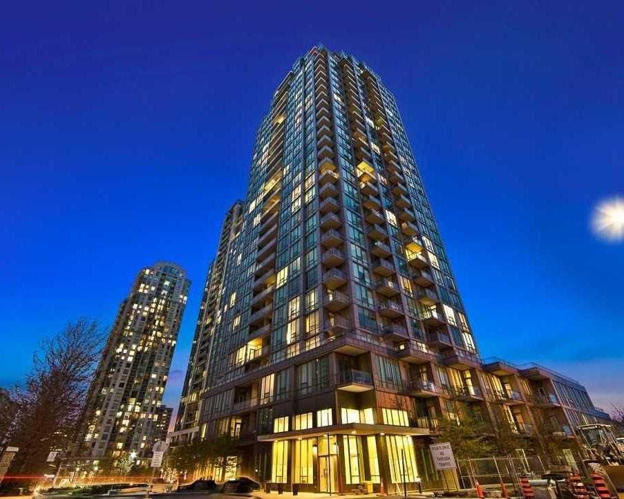 Main Photo: 1908 3525 Kariya Drive in Mississauga: City Centre Condo for sale : MLS®# W4455373
