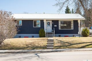 Photo 1: 1202 McKay Drive in Prince Albert: Crescent Heights Residential for sale : MLS®# SK851212