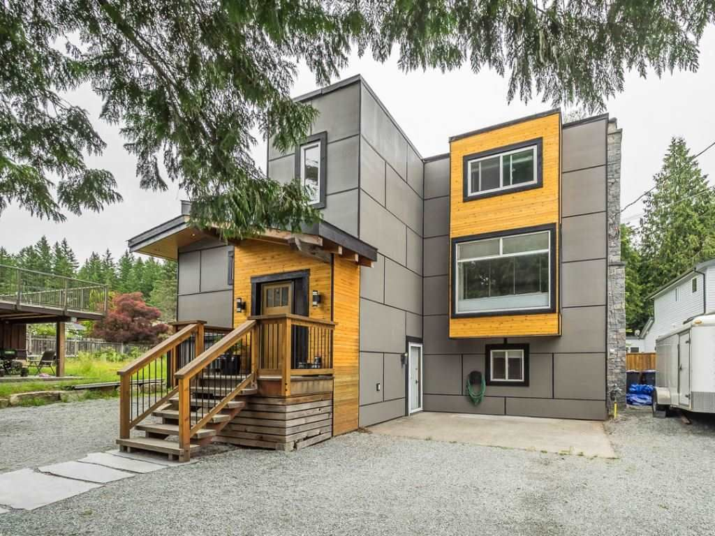 Main Photo: 41768 GOVERNMENT ROAD: Brackendale House for sale (Squamish)  : MLS®# R2280269