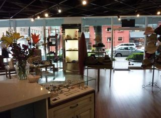 Photo 2: 925 HELMCKEN Street in Vancouver: Downtown VW Retail for lease (Vancouver West)  : MLS®# C8035727