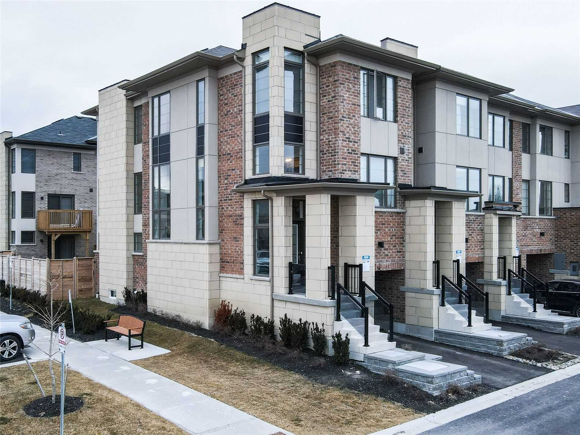 Main Photo: 54 Shawfield Way in Whitby: Pringle Creek House (3-Storey) for sale : MLS®# E5116924