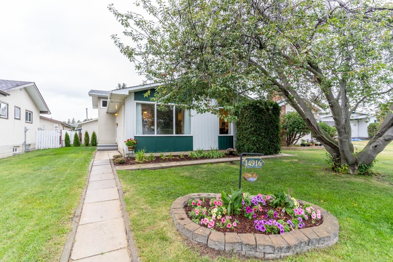 Main Photo: 14916 95A Street NW in Edmonton: Zone 02 House for sale : MLS®# E4260093