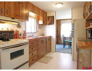 """Photo 3: 51 8254 134 ST in Surrey: Fleetwood Tynehead Manufactured Home for sale in """"Westwood Estates"""" : MLS®# F2617333"""
