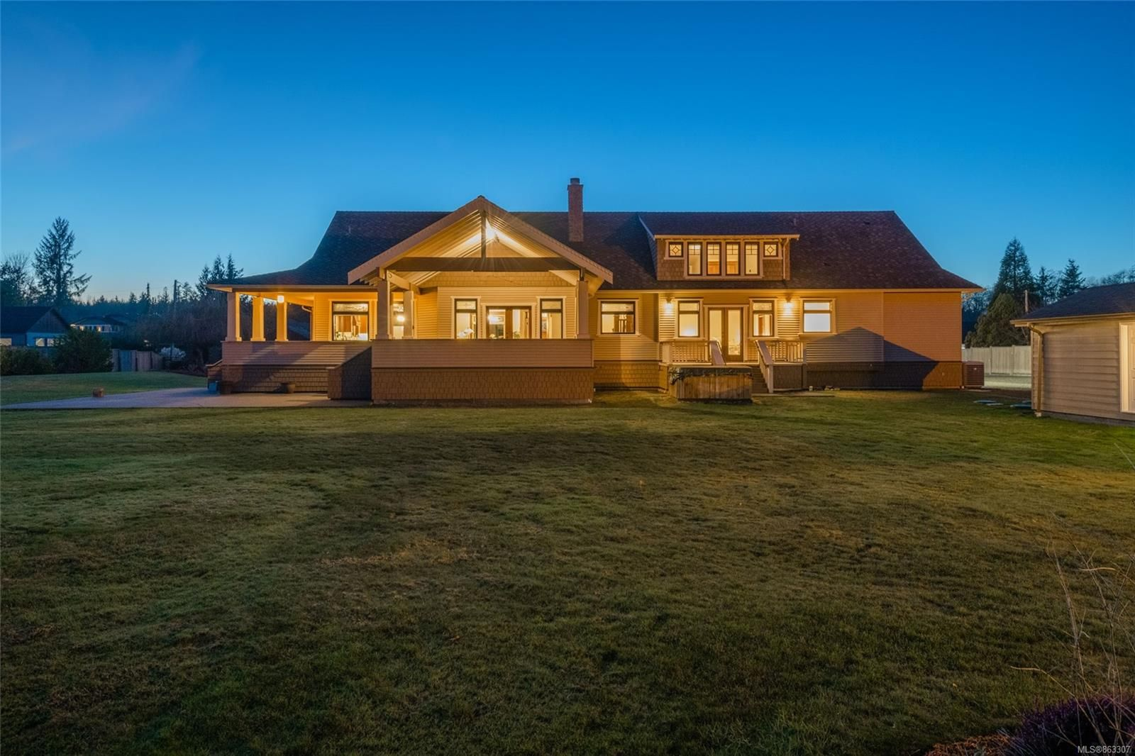 Main Photo: 3816 Stuart Pl in : CR Campbell River South House for sale (Campbell River)  : MLS®# 863307