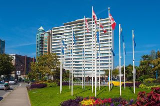 """Photo 3: 1101 1835 MORTON Avenue in Vancouver: West End VW Condo for sale in """"OCEAN TOWERS"""" (Vancouver West)  : MLS®# R2613716"""
