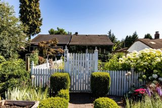 Main Photo: 643 E 5TH Street in North Vancouver: Queensbury House for sale : MLS®# R2604108