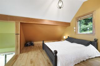 """Photo 16: 594 WALKABOUT Road: Keats Island House for sale in """"Melody Point"""" (Sunshine Coast)  : MLS®# R2387729"""