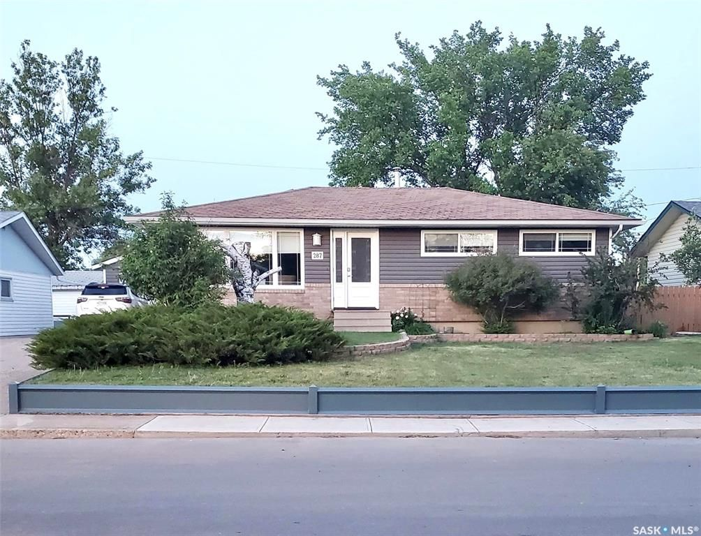 Main Photo: 287 Duncan Road in Estevan: Hillcrest RB Residential for sale : MLS®# SK813910