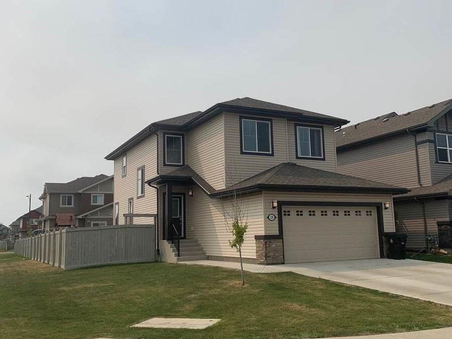 Main Photo: 120 MEADOWLAND Way: Spruce Grove House for sale : MLS®# E4254177