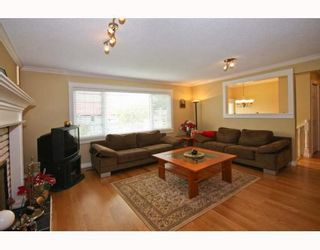Photo 3: 104 HARVEY Street in New_Westminster: The Heights NW House for sale (New Westminster)  : MLS®# V781892