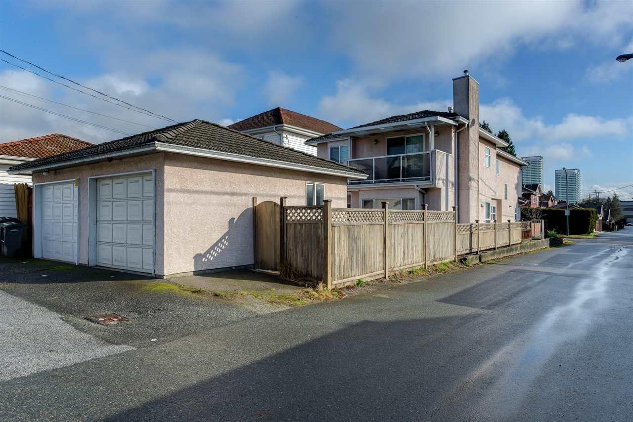 Photo 3: Photos: 8573 LAUREL Street in Vancouver: Marpole 1/2 Duplex for sale (Vancouver West)  : MLS®# R2036216