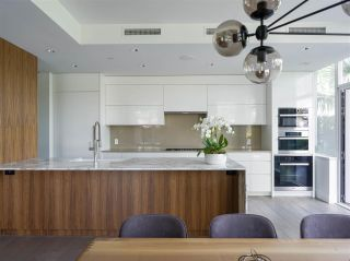 """Photo 4: TH103 633 KINGHORNE Mews in Vancouver: Yaletown Townhouse for sale in """"ICON II"""" (Vancouver West)  : MLS®# R2574326"""