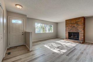 Photo 6: 236 QUEEN CHARLOTTE Way SE in Calgary: Queensland Detached for sale : MLS®# A1025137