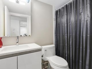"""Photo 11: 2202 930 CAMBIE Street in Vancouver: Yaletown Condo for sale in """"PACIFIC PLACE LANDMARK 2"""" (Vancouver West)  : MLS®# R2161898"""