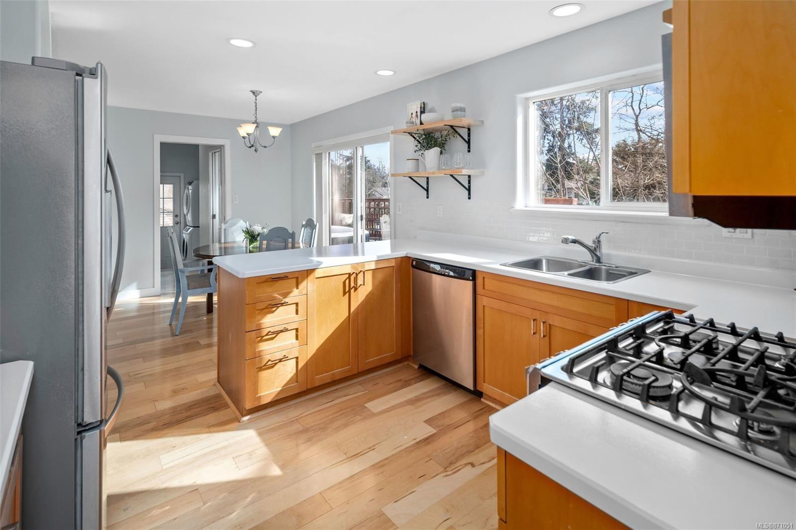Photo 6: Photos: 521 Selwyn Oaks Pl in : La Mill Hill House for sale (Langford)  : MLS®# 871051