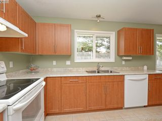 Photo 4: 1063 Hyacinth Ave in VICTORIA: SW Strawberry Vale House for sale (Saanich West)  : MLS®# 786596